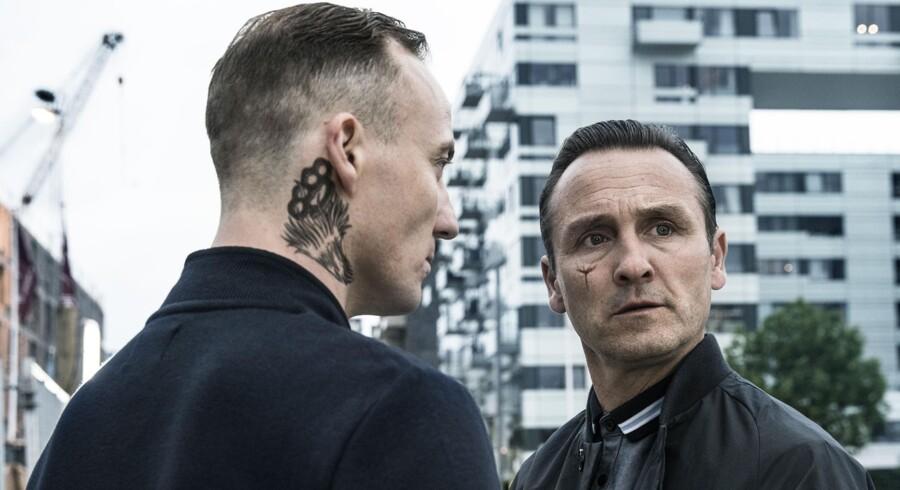 Lars Ranthe leverer en af sine bedste præstationer som rockerlederen Tom og minder med sin blege hud, tatoveringer og afstumpethed om Viggo Mortensen i »Eastern Promises«.