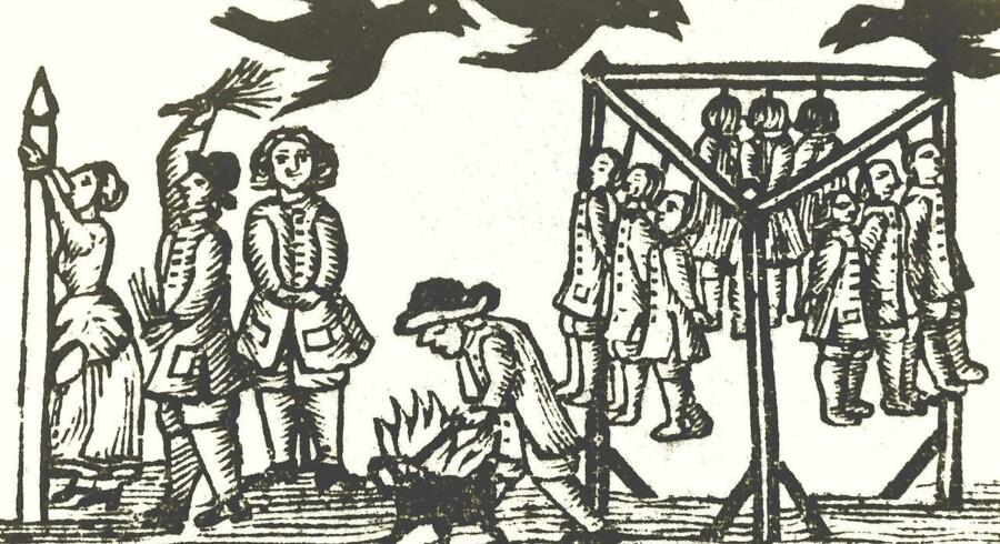Tyve hænger i galgen ved Ugledige i Bårse Herred. En medskyldig kvinde piskes ved kagpælen. Ravnene flyver. Skillingstryk fra 1727 (Det Kgl. Bibliotek). Det var stort set dette, natmændene og deres familier blev udsat for i 1735. Illustration fra »Straffet på livet. Henrettelser i Danmark 1537-1892«. Gads Forlag
