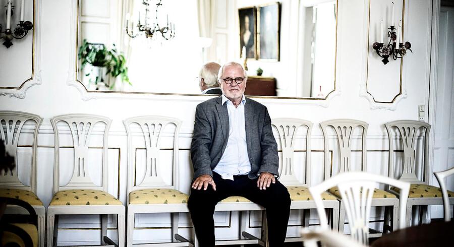 Johan Schlüter fik en betinget fængselsdom for svindel med klienternes penge. Schlüter-sagen har vakt stor opsigt. Alligevel indgår den ikke i nyt udspil og lovforslag, der skal øge kontrollen og skærpe tilsynet med landets advokater. Socialdemokratiets retsordfører, Trine Bramsen, vil derfor foreslå ministeren, at Schlütersagen inddrages i lovforslaget. DF-ordfører bakker op..