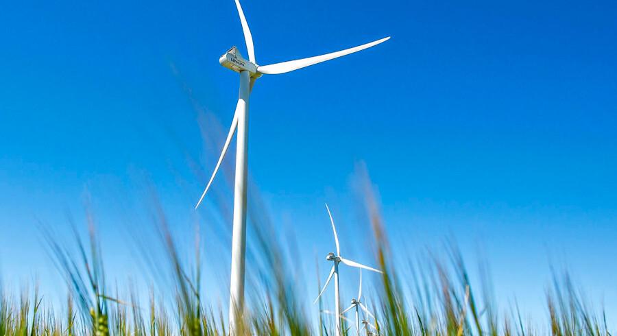 Mens vindmøllerne snurrer ude på landet, slipper dansk landbrug for at levere et centralt bidrag til at få nationen i klimamål.