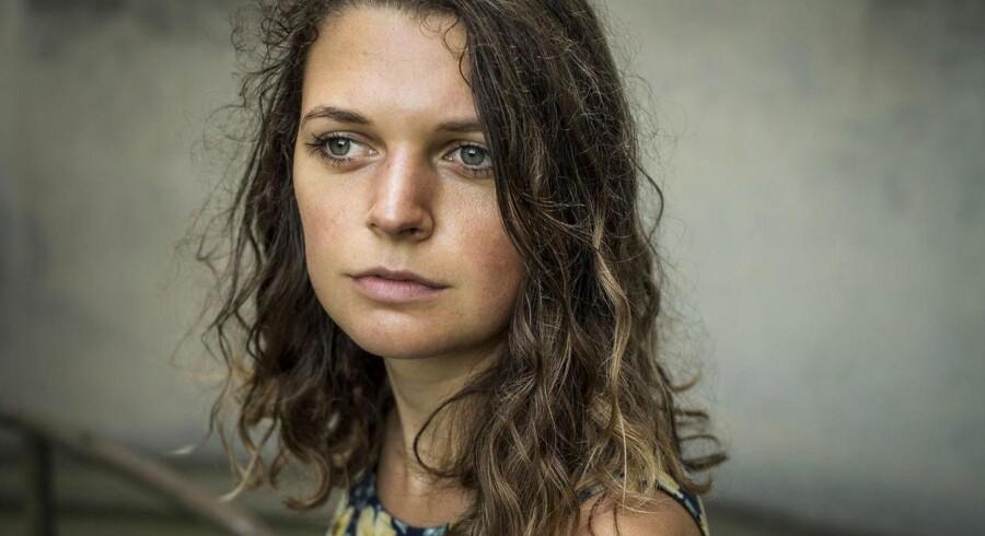 En dansk politikreds efterforsker en stor sag om såkaldt deepfakeporno: Et fænomen, hvor ansigter fra facebook- og instagrambilleder bliver redigeret ind på pornografisk materiale. Blandt dem er 23-årige Lea, hvis facebookbillede blev redigeret og anvendt til pornografisk formål.