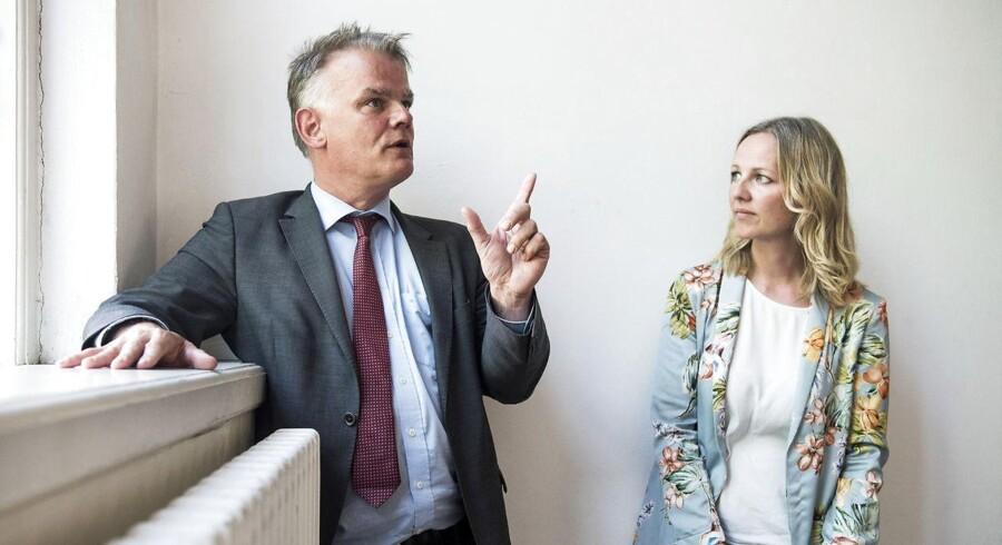 Dansk Folkepartis Christian Langballe og Radikale Venstres Ida Auken er begge teologer og stærkt funderede i kristendommen. Til gengæld er de medlem af to partier, der om nogen definerer sig selv som hinandens modsætninger, og Auken og Langballe giver den fuld gas, når snakken falder på kristendom og politik.
