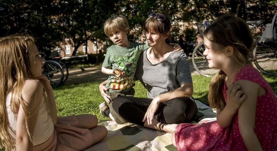 200.000 flere indbyggere i Region Hovedstaden i 2030. Aviaja (til venstre) og Trine Villadsen med sine børn Otto og Alma.