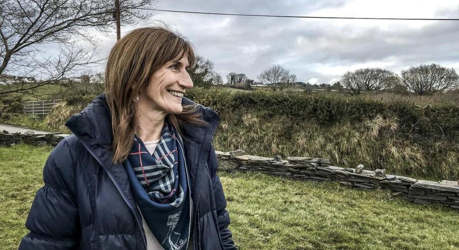 Grænseland. I 33 år har Marie Lindsay krydset grænsen mellem Irland og Nordirland, hvor hun er rektor på en katolsk skole. De sidste 20 år har hun vænnet sig til en usynlig grænse, men frygter nu, hvordan en potentiel hård grænse vil påvirke indbyggerne i grænseland.