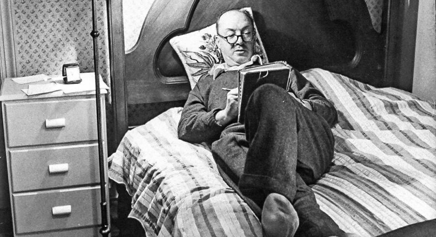 Vladimir Nabokov skrev i en periode sine drømme ned hver morgen. Foto: Carl Mydans / Getty Images.