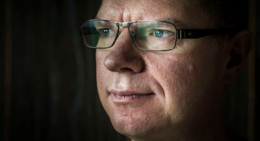 Thomas Kragh står frem for at fortælle om samfundets svigt overfor hans bror, Lars, der er psykisk syg. Lars Kragh slog deres forældre ihjel i juli 2016, efter familien i flere år havde forsøgt at hjælpe ham.