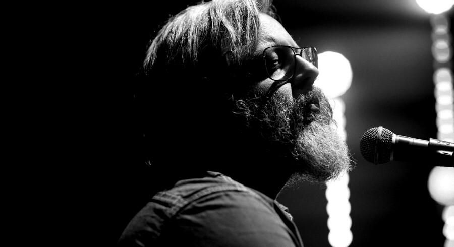 """Reportagebilleder fra Søren Huss koncert i Vejle Musikteater d. 9 november 2017. Det er den anden sidste koncert på hans turne, inden hans nye plade """"Midtlivsvisen"""" kommer ud."""
