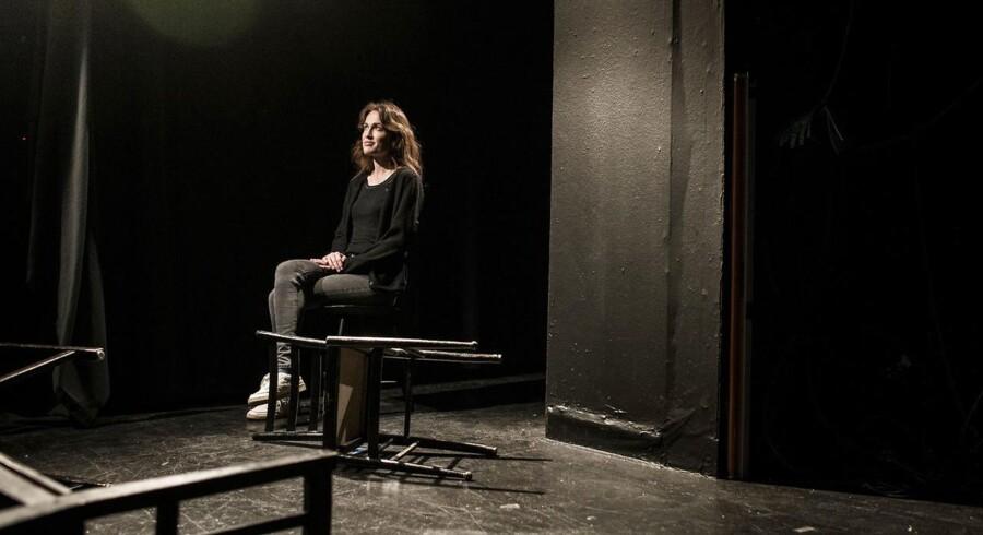Kan et menneske, der har oplevet tortur, uanset om det er som offer eller som bøddel, nogensinde overvinde følgerne, spørger forsker og performancekunstner Sofie Volquartz Lebech. Hun har i forestillingen »This is for her – en performance om tortur og terapi« udforsket kvindens rolle som bøddel og som offer, bl.a. i Argentina og i Abu Ghraib-fængslet i Irak.