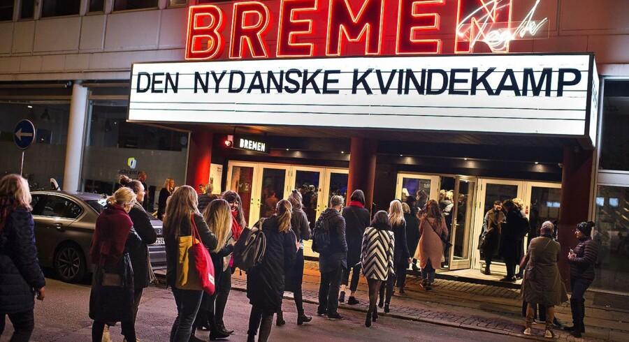 »Vi har alle lidt Martin Henriksen indeni os,« jokede en af debattørerne bag det udsolgt show, »Den Nydanske Kvindekamp«, der indtog Bremen mandag aften.