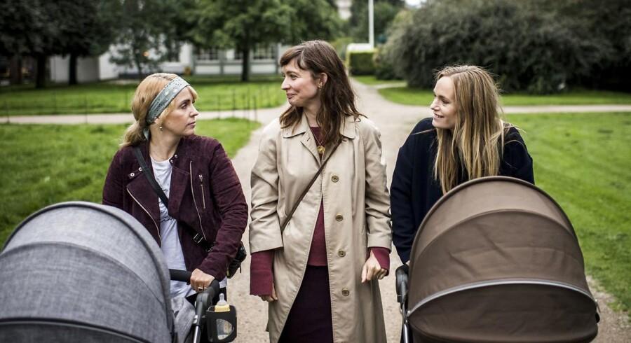 Laura Christensen (th), Neel Rønholt (midten) og Julie Ølgaard (tv), der sammen udgør N.I.B.S, har lavet deres egen YouTube-kanal i protest mod, at det er så svært at kombinere jobbet som skuespillere med det at få børn.