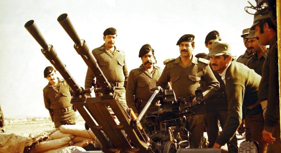 Arkivfoto fra museum, der glorificerer Saddam Hussin ved frontlinjen under krigen mellem Iran og Irak i 2003.