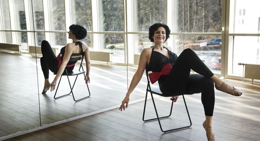 Pin-up-fitness er en motionsform, hvor de fleste kan være med. Bl.a. får man lov til at sidde på en stol af og til ...