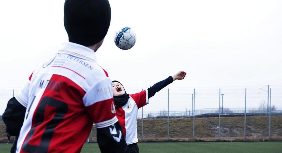 Spillerne på U10-holdet i københavske Skjold giver gerne bolden en på hovedet med hovedet.