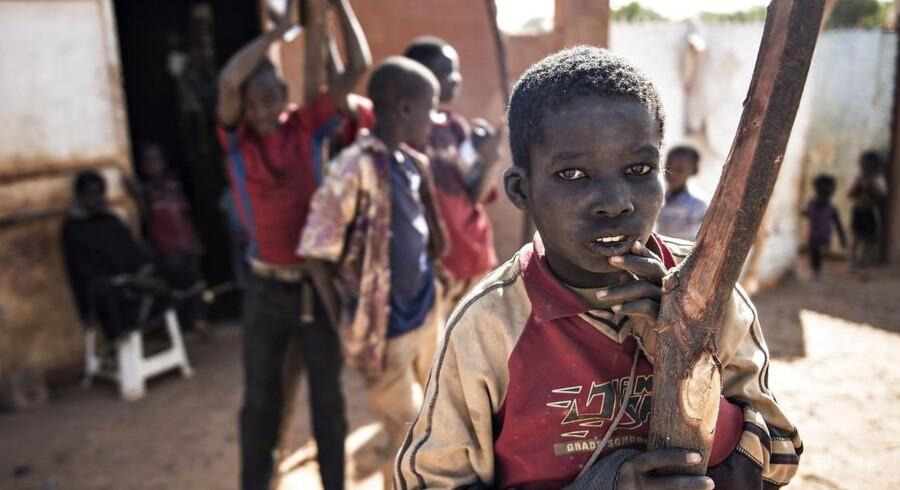Niger har den højestebefolkningstilvækst i verden med 7,6 børn pr. kvinde. Her er nogle af de børn, som udviklingsminister Ulla Tørnæs mødte under et besøg i landet i januar 2017.