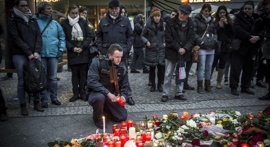 Mandag aften 19. december 2016 kørte en lastbil ind gennem en folkemængde, der besøgte et julemarked i centrum af Berlin, Tysklands hovedstad. 12 personer omkom, mens 48 blev såret. Mindehøjtidelighed i dagene efter. Foto: Asger Ladefoged