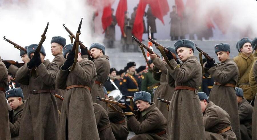 Onsdag d. 8. december er det 25 år siden, Sovjet faldt. I november 2016 blev 75års fødselsdagen for Den Røde Hærs historiske parade fejret med et historisk optog på Den Røde Hær i Moskva.
