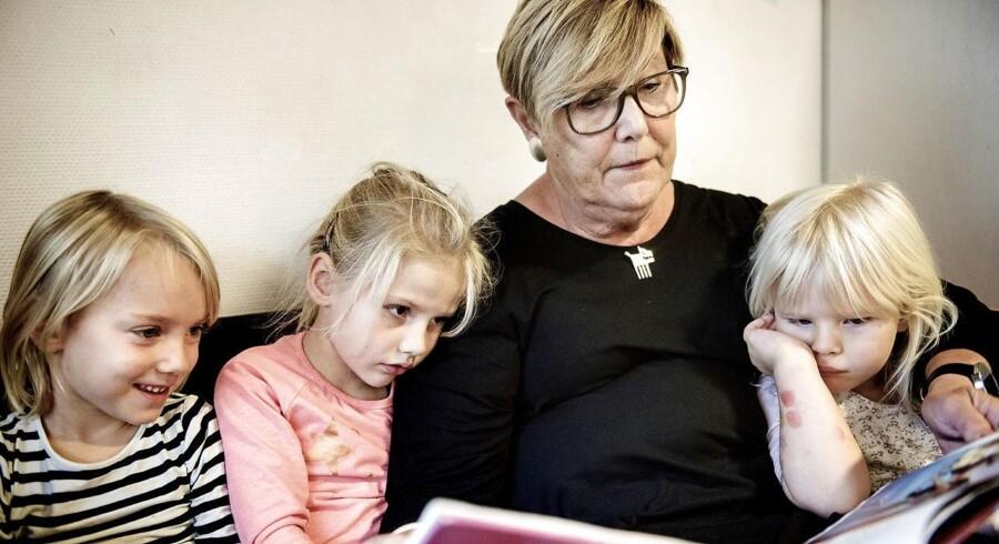 Jonna Yvonne Carlsen er 73 år, har været pædagog siden 1980 og er i dag pædagogisk leder i institutionen Margrethe Sogns Børnehus. Næste år trækker hun sig tilbage, men hun tvivler på beslutningen hver eneste dag.