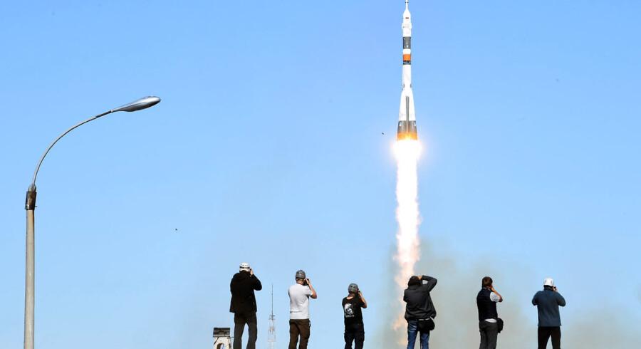 Opsendingen af de to astronauter mod Den Internationale Rumstation (ISS) i Baikonur i Kasakhstan tidligere i dag. (Photo by Kirill KUDRYAVTSEV / AFP)