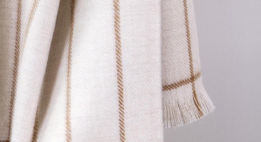 De bløde toner af brun og beige giver et roligt udtryk, som er oppe i tiden. Her er det en plaid fra Paustians nye Soft-kollektion, der er designet af Helene Blanche. Fotos: PR
