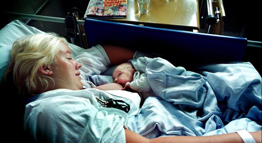 Fødselslæger og sundhedsøkonomer er kritiske over for et socialdemokratisk sundhedsudspil, som lægger op til at udstyre alle mødre med en ret til at blive på sygehuset to dage efter en fødsel.
