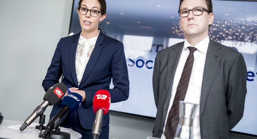 Børne- og socialminister Mai Mercado (K) og departementschef Jens Strunge Bonde holder pressemøde i Børne- og Socialministeriet i København 9. oktober efter den store sag om svindel for 111 mio. kr.