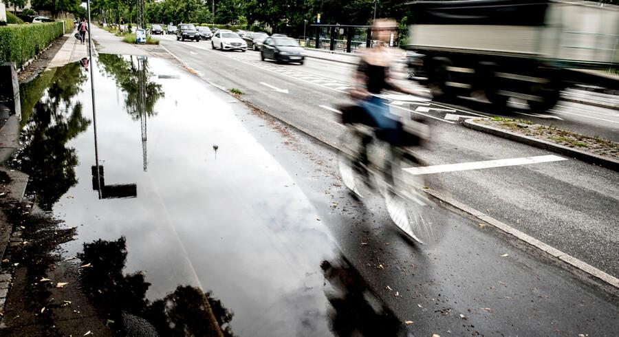 Sker der noget uventet, gør det en stor forskel, om man kører for stærkt, siger Rådet for Sikker Trafik.