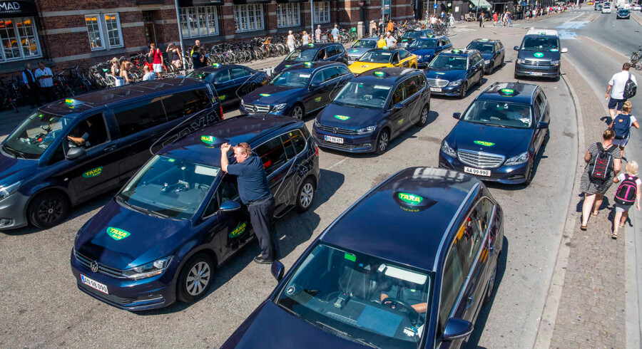 Ny taxilov, som skulle dæmme op for Uber, giver store forandringer i branchen.