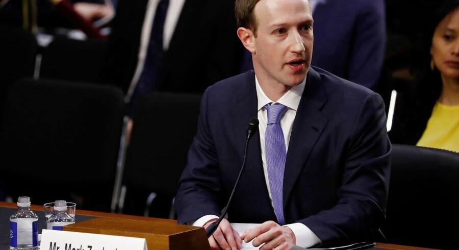 Marck Zuckerbergs, stifter af Facebook, bedste forsvar ved Kongres-afhøringen i USA var, at han ville sikre, at Facebook globalt ville leve op til EUs standarder. Foto: Aaron P. Bernstein/Reuters/Scanpix Ritzau