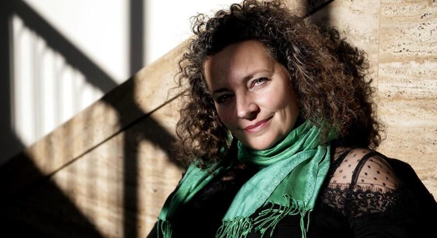 »For mig begynder en roman normalt med en indre fornemmelse af hovedpersonen, et dagdrømmeri om en person, som jeg langsomt lærer at kende,« fortæller Anne-Cathrine Riebnitzsky, aktuel med romanen »Smaragdsliberen«.