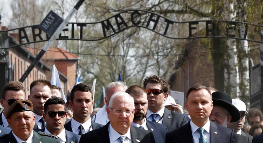 Den polske præsident, Andrzej Duda, og Israels præsident, Reuven Rivlin, deltager 12. april 2018 i »De levendes march« i Auschwitz. Præsident Rivlin har netop været i Danmark for at deltage i ceremonier for at mindes flugten af danske jøder i oktober 1943.