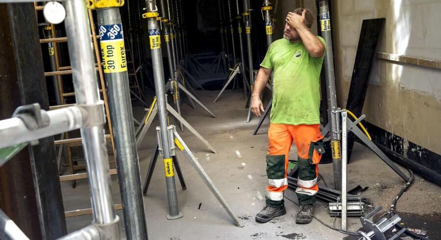 De sveder inden for byggeriet. Der er fuld fart på, og beskæftigelsen inden for byggeriet er nu steget til det højeste niveau i ti år. Det er ikke så langt til toppen tilbage fra 2007.