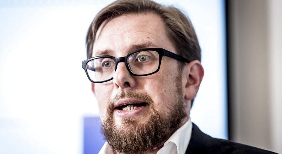 Af en række lækkede dokumenter fremgik det tidligere på året, at økonomi- og indenrigsminister Simon Emil Ammitzbøll-Bille havde bedt sit ministerium om at vurdere effekten af 49 politikforslag fra LA, hvilket fik Enhedslisten til at trække ministeren i samråd.