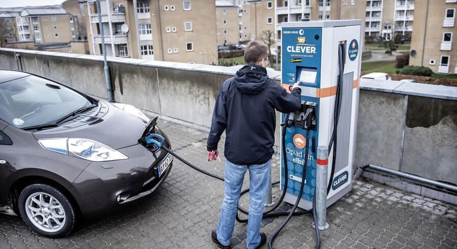Under påskud af at påtage sig en rolle som grøn forkæmper, har Lars Løkke Rasmussen sat alt ind på elbiler, men har glemt bygningerne, som er de største energiforbrugere. Foto: Thomas Lekfeldt/Scanpix Ritzau