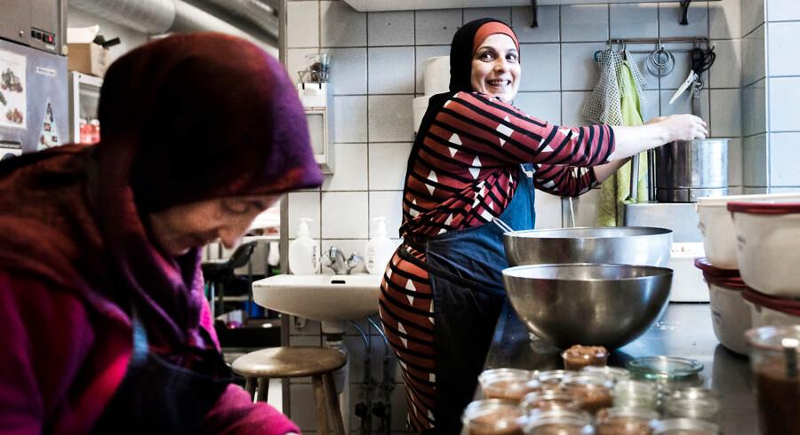 Arkivfoto. Berlingske har tidligere besøgt cateringvirksomheden Send Flere Krydderier, som hjælper indvandrerkvinder fra ledighed til beskæftigelse. Københavns Kommunes Beskæftigelsesforvaltning mener imidlertid ikke, at virksomhedens succesrate er så høj, som Send Flere Krydderier selv giver indtryk af.