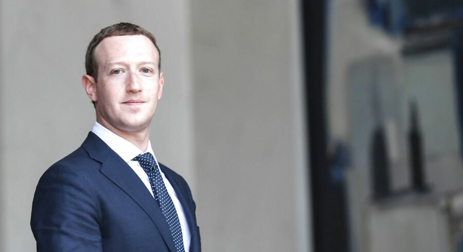 """TOPSHOT - Facebook's CEO Mark Zuckerberg leaves the Elysee presidential palace, in Paris, on May 23, 2018 following a meeting with French President on the day of the """"Tech for Good"""" summit. / AFP PHOTO / Alain JOCARD"""