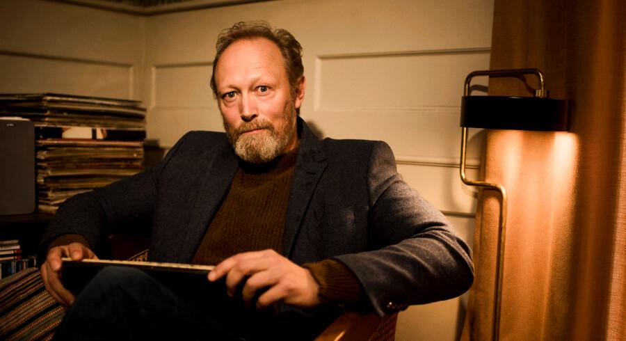 """Portræt af skuespiller Lars Mikkelsen som er aktuel i den nye tv-serie """"Herrens Veje"""", hvor han spiller præst."""