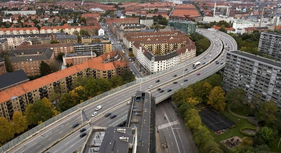 Bispeengbuen – en motorvej i 2. sals højde – er ikke et moderne Danmark værdigt. Den har givet støj og forurening i 50 år, og har påvirket vores helbred negativt, skriver Anders Jensen. Foto: Mads Joakim Rimer Rasmussen/Ritzau Scanpix