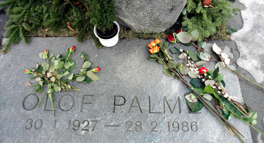 Picture of the grave of former Swedish Prime Minister Olof Palme, taken 04 February 2006, just a few blocks away from the place where he was assassinated, 28 February 1986, in Stockholm. Two decades after Palme was gunned down on a wintery February night on a Stockholm sidewalk, the trails to his assassin have gone cold, but Swedes hope that he will one day be found. Shortly after leaving a Stockholm downtown cinema to walk home with his wife Lisbet, he was shot twice in the back by a lone gunman. The man ran off, leaving Palme, who had been without bodyguards, to die in a puddle of blood, and taking with him the murder weapon, which has never been recovered. // AFP PHOTO / SVEN NACKSTRAND