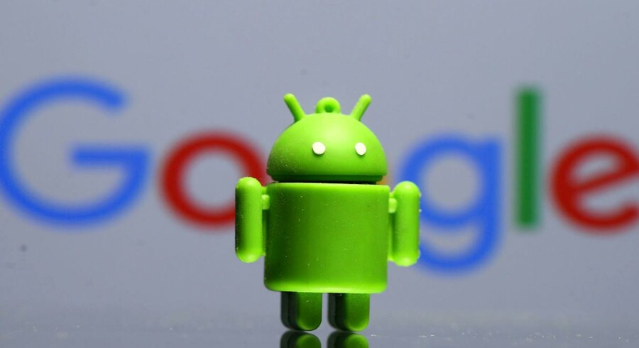Fra 29. oktober kommer der ekstra afgift på at bruge det ellers gratis mobilstyresystem Android, som Google ejer og udvikler. Arkivfoto: Dado Rubic, Reuters/Scanpix