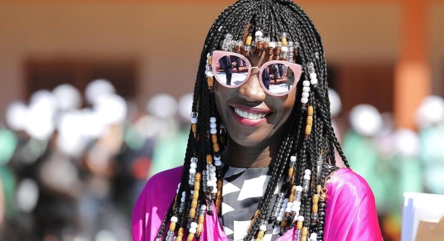 Tag til Dakar i Senegal næste år. Der er farver og kultur, lyder det fra Lonely Planet. Her er det den senegalesiske designer Adama Amanda Ndiaye – eller Adama Paris – fotograferet i Dakar tidligere i år. Foto: Ludovic Marin