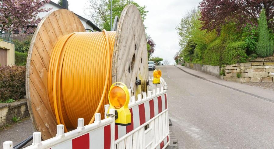 Flere tele- og energiselskaber fokuserer nu på at få lagt bedre og flere kabler i jorden for at sikre ordentlige internetforbindelser til danskerne. Arkivfoto: Iris/Scanpix
