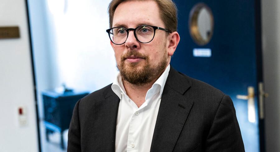 Simon Emil Ammitzbøll-Bille ankommer til finanslovsforhandlingerne, der begynder i Finansministeriet. (Foto: Martin Sylvest/Scanpix Ritzau Scanpix 2018).