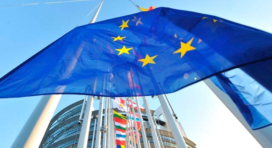 Italien har tre uger til at præsentere et nyt budget, slår to EU-kommissærer fast på pressemøde.