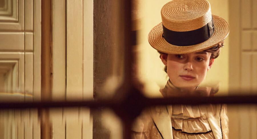 Sidonie-Gabrielle Colette slog igennem i 1890ernes Paris, hvor hun blev kendt for sin ukonventionelle livsstil. I filmen spilles hun af kostume-dramaets dronning, Keira Knightly