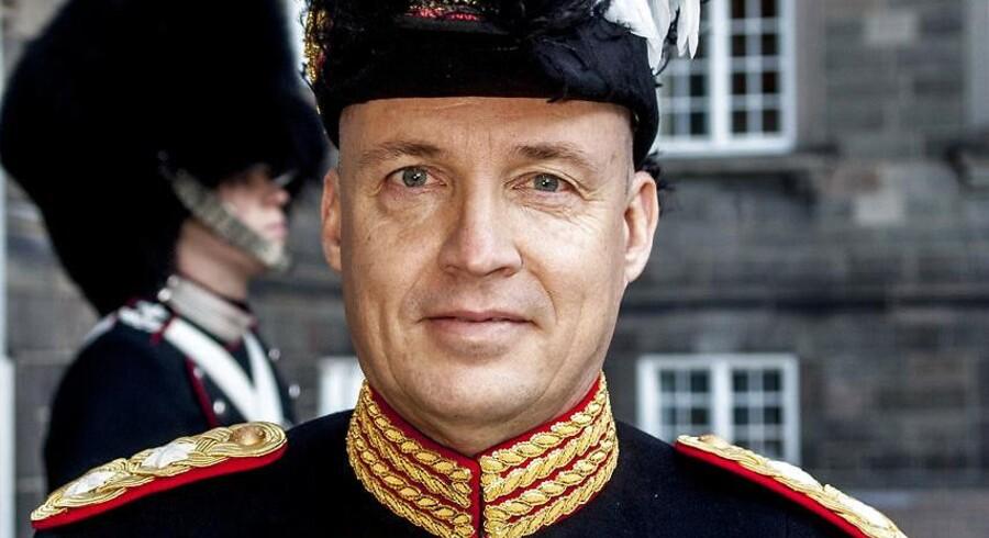 Hærchef og generalmajor Hans-Christian Mathiesen blev onsdag fritaget fra tjeneste af forsvarschefen, mens Forsvarsministeriets Auditørkorps undersøger anklagerne om magtmisbrug og nepotisme imod ham.