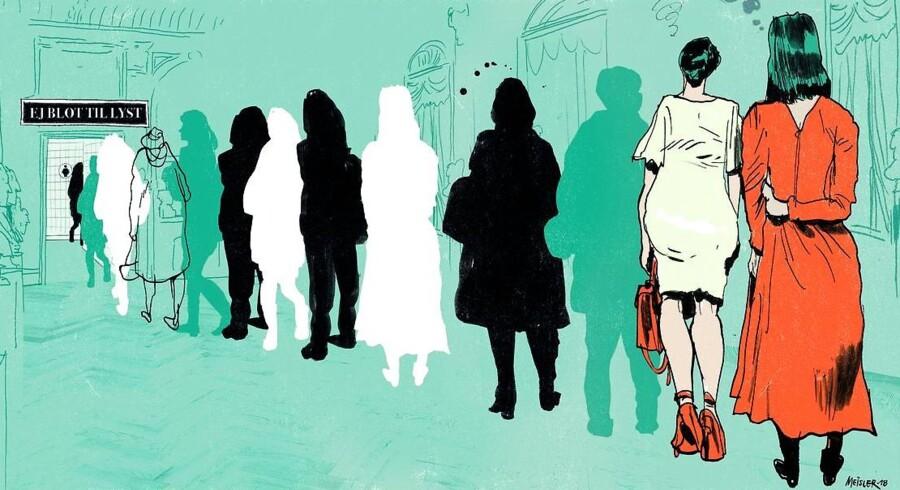 »Køen bare for at komme ind på toiletområdet, hvor der var yderligere en kø, var på over tyve personer, da jeg sluttede mig til. Henne ved herretoilettet var der fuldstændig fri bane,« skriver Lone Theils. Illustration Rasmus Meisler