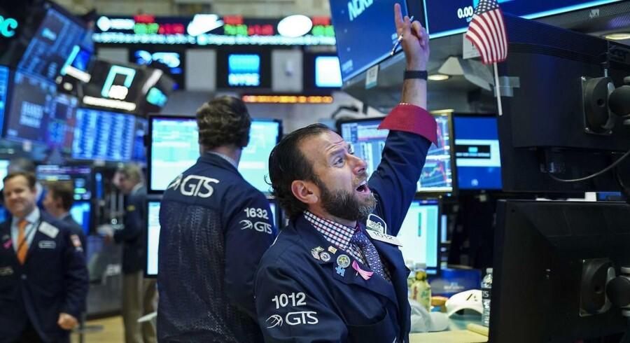 Nervøsiteten på aktiemarkederne er meget stor lige nu. Her handelsgulvet på amerikanske New York Stock Exchange (NYSE). De amerikanske aktier er faldet med næsten ti pct. siden toppen i september i år.