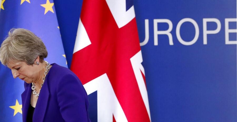 Premierminister Theresa May har sagt, at hun ønsker en aftale med EU efter Brexit. Men både den britiske og den danske regering optrapper nu forberedelserne til, at bruddet kan risikere at finde sted, uden at der er indgået en aftale. Det, som i Storbritannien har fået betegnelsen »et Brexit ud over klippekanten«.