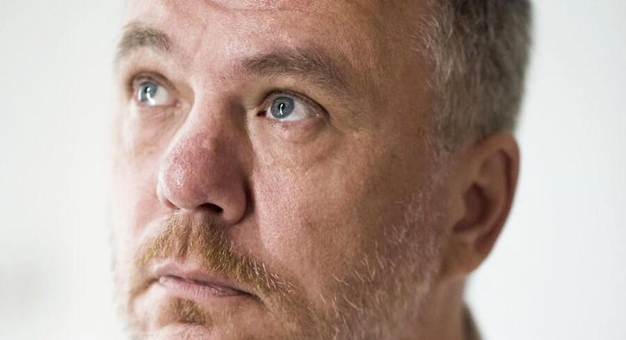 Sprogligt skiller Jesper Stein sig ud ved at skrive prunkløst og dog intenst, han puster sig ikke op, som mange af hans kolleger har for vane, og så skriver han med en psykologisk dybde, der er sjælden i genren, mener Berlingskes anmelder.
