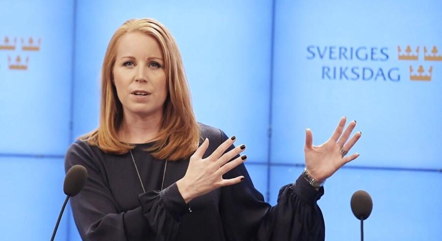 Det svenske Centerpartiets formand, Annie Lööf, har erobret den politiske midte, hvor hendes støtte er afgørende for, hvem der kan blive Sveriges nye statsminister.